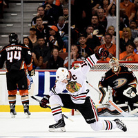 La notte perfetta di Toews & Co.: Chicago sbanca Anaheim