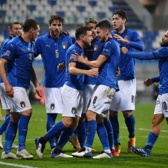 REGGIO NELL'EMILIA, ITALY - NOVEMBER 15:  Jorginho (C) of Italy celebrates the opening goal from the penalty spot with team mates during the UEFA Nations League group stage match between Italy and Poland at Mapei Stadium - Citta' del Tricolore on November 15, 2020 in Reggio nell'Emilia, Italy.  (Photo by Valerio Pennicino/Getty Images)