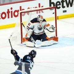 Playoff NHL '21: Winnipeg vince alla festa dell'overtime
